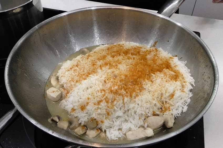 Paso 4 de Arroz con pollo y champiñones para dieta