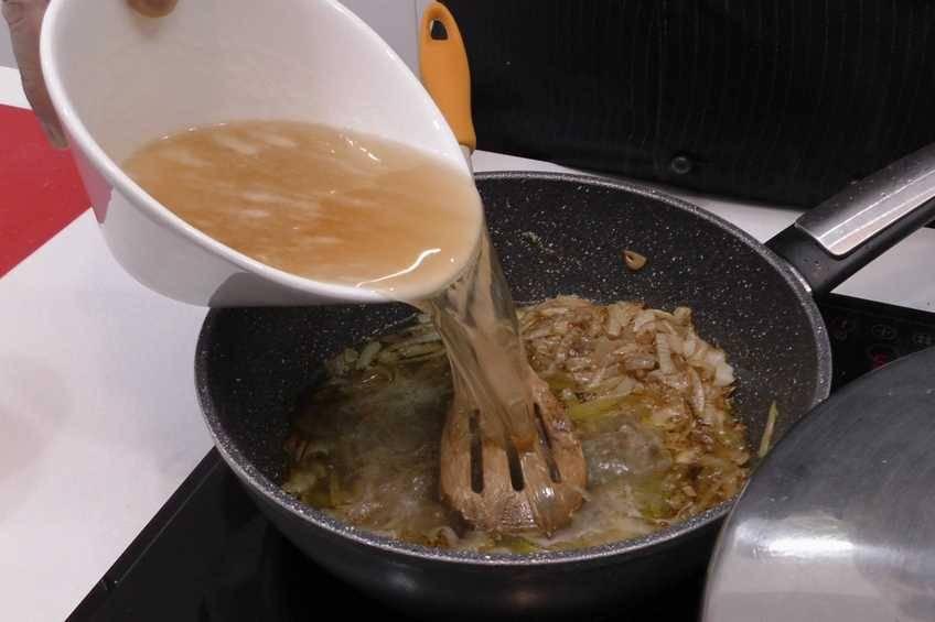 Paso 3 de Receta de pollo en salsa con cerveza y limón