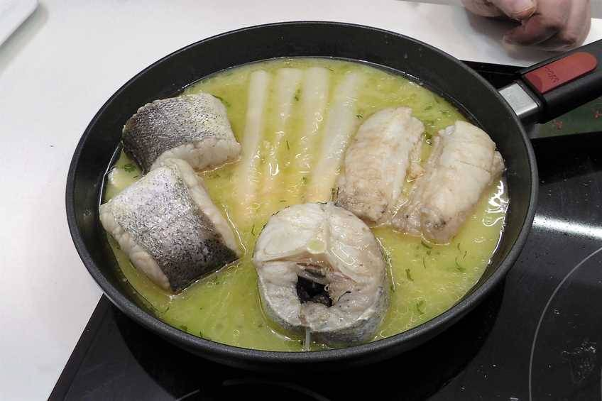 Paso 3 de Merluza en salsa verde