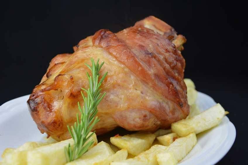 Paso 6 de Codillo de cerdo al horno con patatas