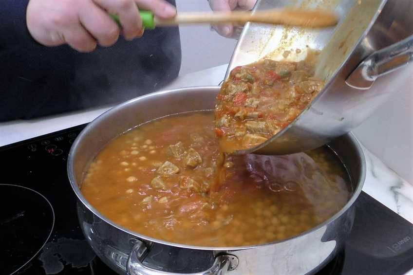 Paso 6 de Garbanzos con secreto y salsa picantona