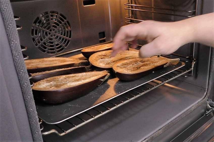 Paso 2 de Berenjenas rellenas de carne y gratinadas al horno