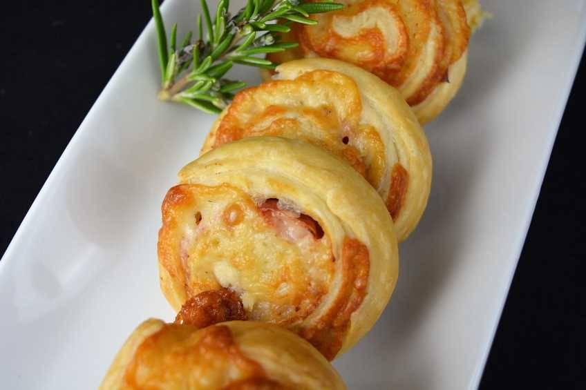 Paso 4 de Sándwich de jamón y queso enrollado
