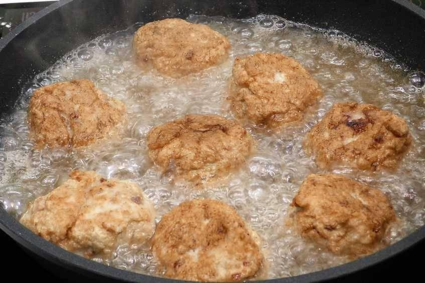 Paso 2 de Albóndigas de pollo con salsa de tomate