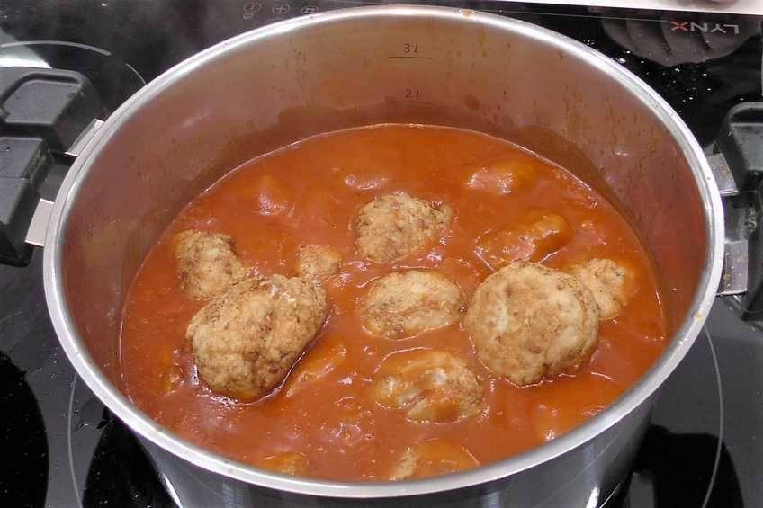 Paso 3 de Albóndigas de pollo con salsa de tomate