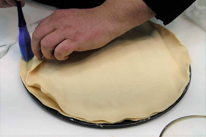 Paso 3 de Empanada de carne con masa de hojaldre