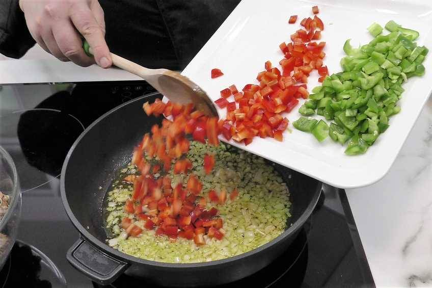 Paso 1 de Caracoles en salsa picante