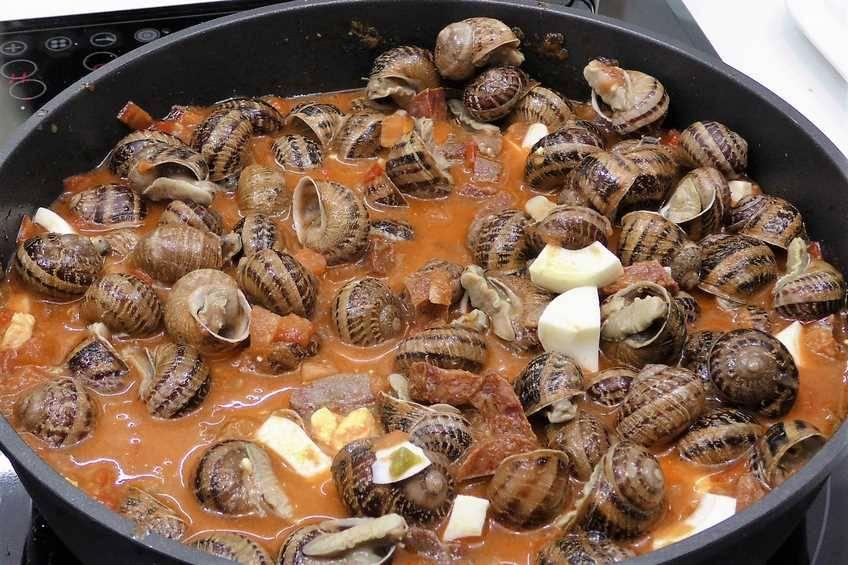 Paso 5 de Caracoles en salsa picante