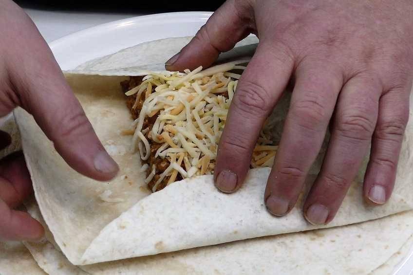 Paso 3 de Burritos de carne con chipotle y jalapeño