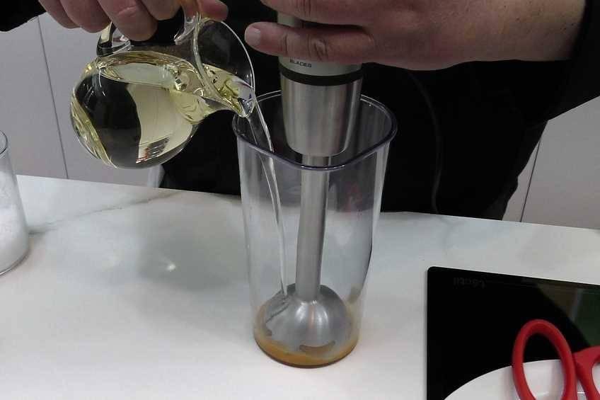 Paso 1 de Cómo hacer salsa césar