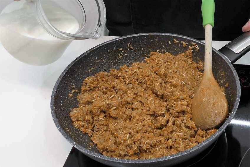 Paso 4 de Pimientos rellenos con salsa de hongos y foie