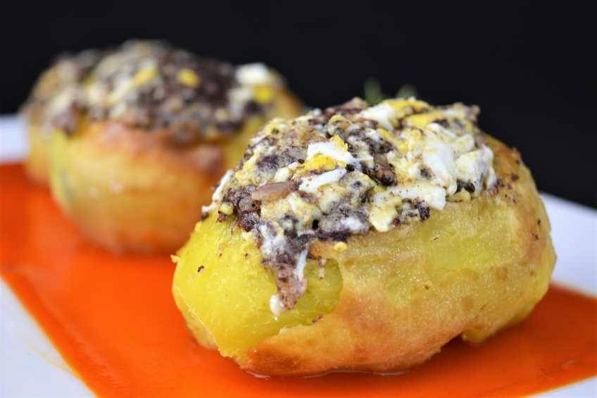 Paso 6 de Patatas rellenas con revuelto de morcilla