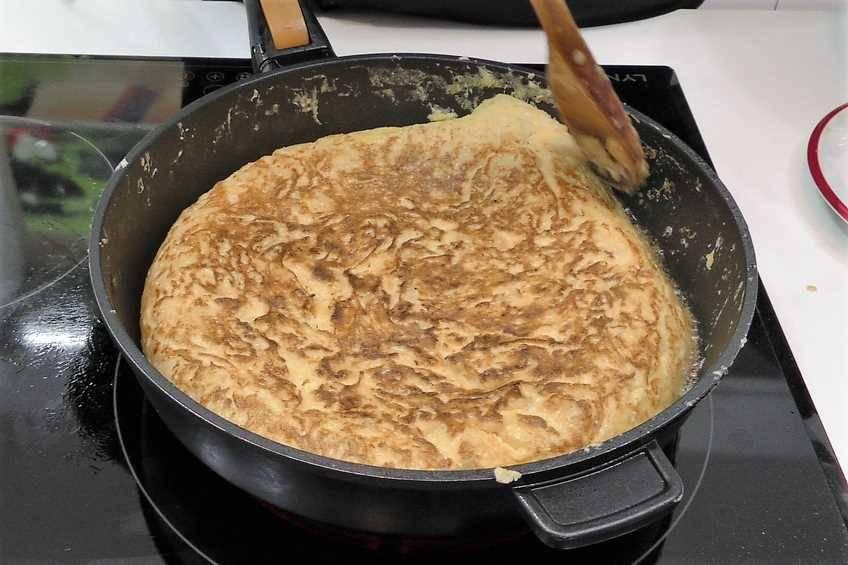 Paso 1 de Tortilla de patata con salsa de cebolla
