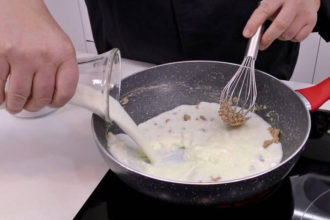 Paso 3 de Cómo hacer salsa bechamel fácil y sin grumos