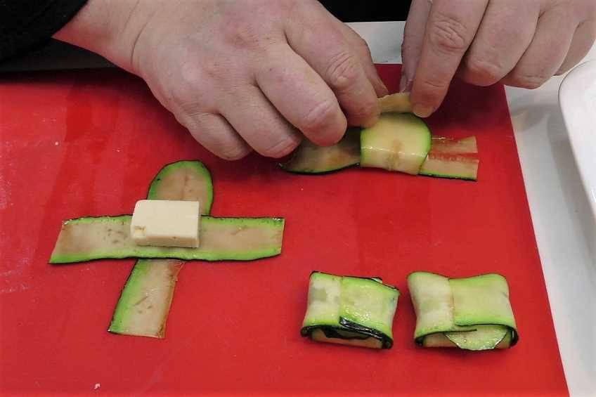 Paso 3 de Raviolis de calabacín con queso