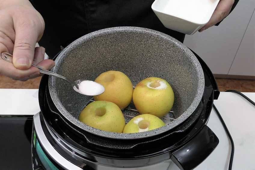 Paso 2 de Manzanas asadas con salsa toffee en la Olla GM