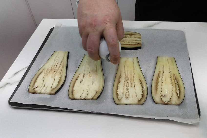 Paso 3 de Rollitos de berenjena, jamón y queso