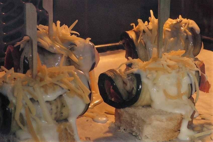 Paso 6 de Rollitos de berenjena, jamón y queso
