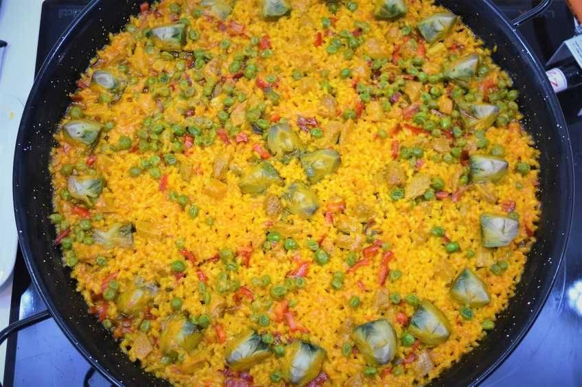 Paso 8 de Paella de arroz con magro de cerdo y verduras de temporada