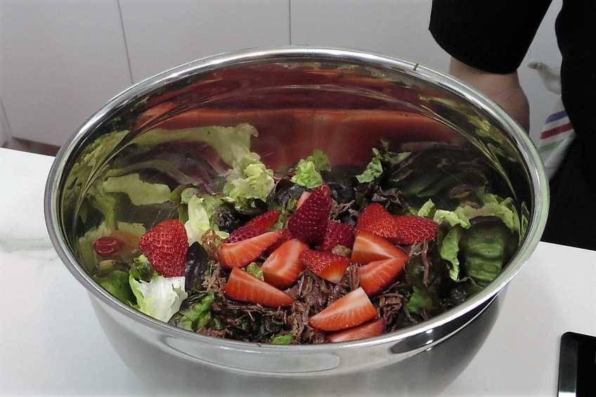Paso 1 de Cómo hacer una ensalada completa