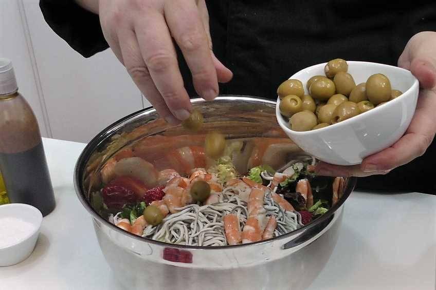 Paso 2 de Cómo hacer una ensalada completa