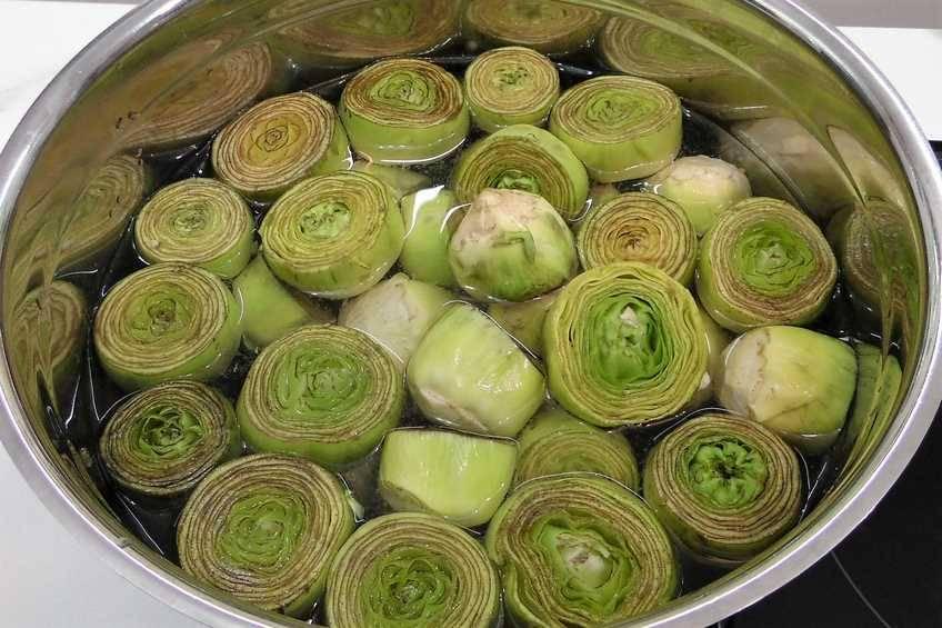 Paso 1 de Receta de alcachofas rebozadas con foie cocidas al punto