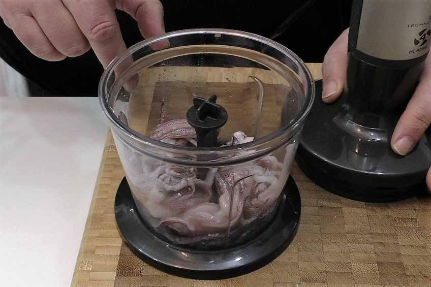 Paso 2 de Chipirones rellenos en su tinta, receta casera