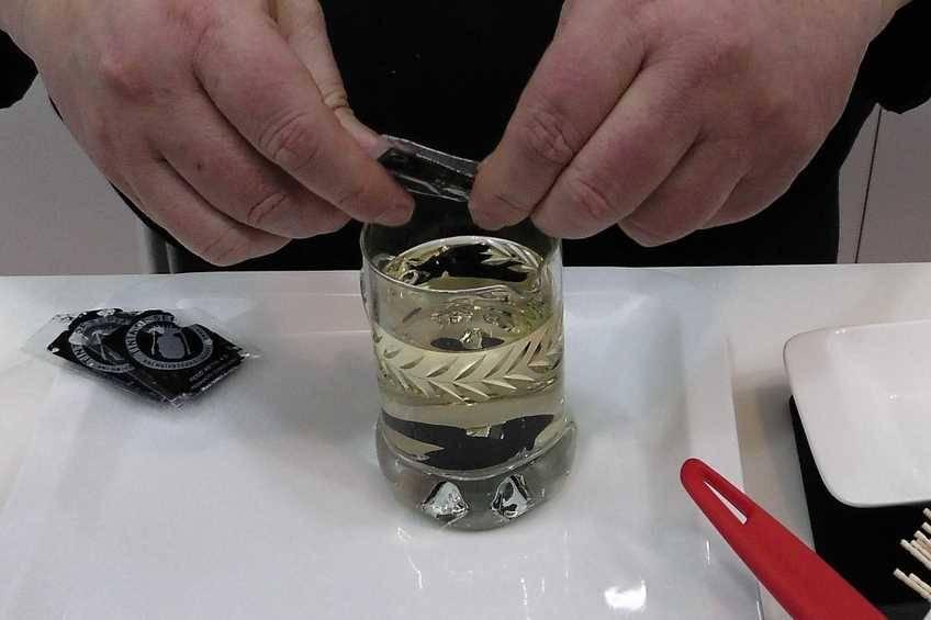Paso 5 de Chipirones rellenos en su tinta, receta casera