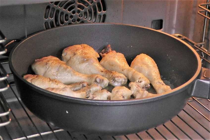 Paso 5 de Muslos de pollo asados con pisto casero