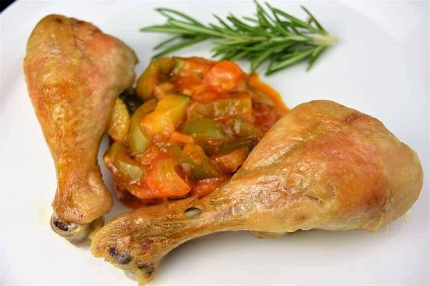 Paso 6 de Muslos de pollo asados con pisto casero