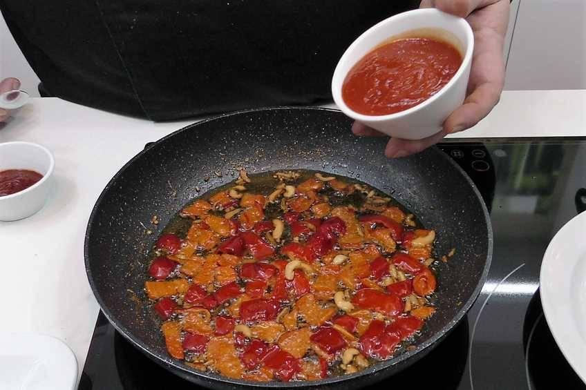 Paso 2 de Paella de arroz con bacalao a la riojana