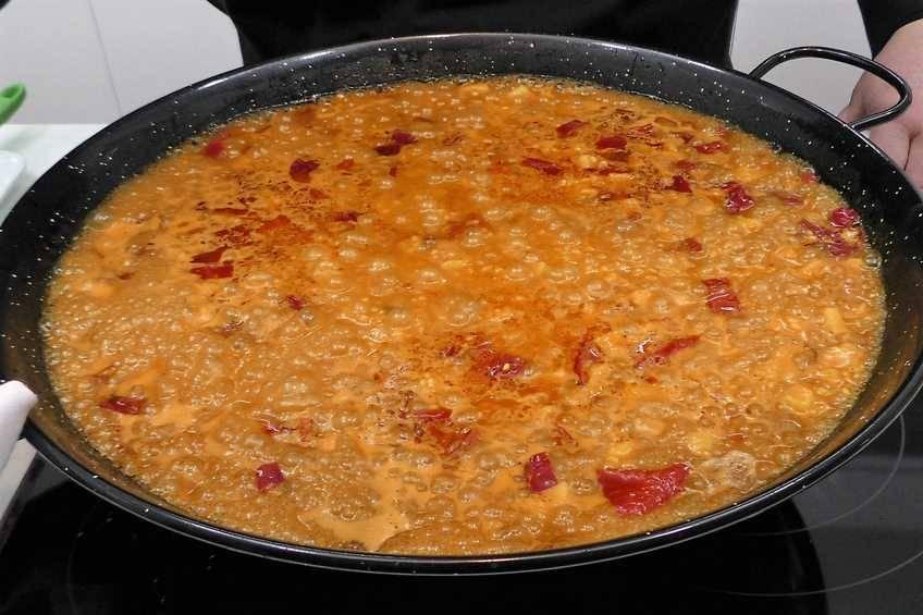 Paso 6 de Paella de arroz con bacalao a la riojana