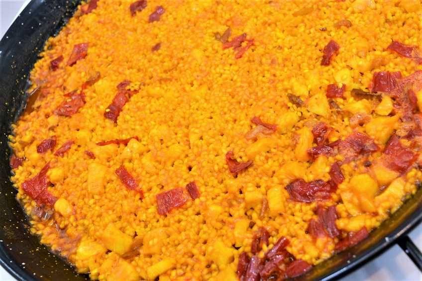 Paso 7 de Paella de arroz con bacalao a la riojana