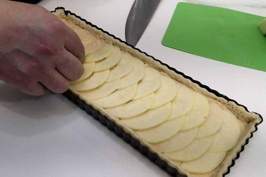 Paso 8 de Tarta de manzana con crema pastelera casera
