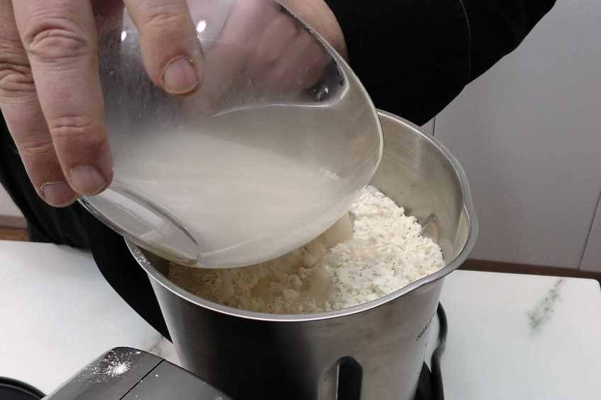 Paso 2 de Cómo hacer masa para empanadas crujientes