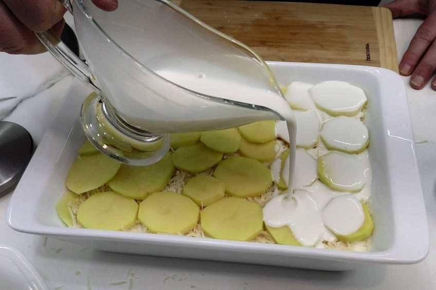 Paso 2 de Patatas gratinadas al estilo suizo