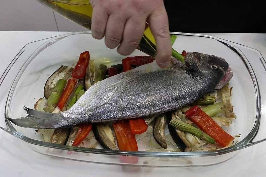 Paso 2 de Dorada al horno con verduras para dieta