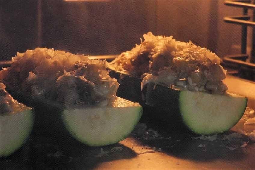Paso 6 de Calabacines rellenos y gratinados para dieta