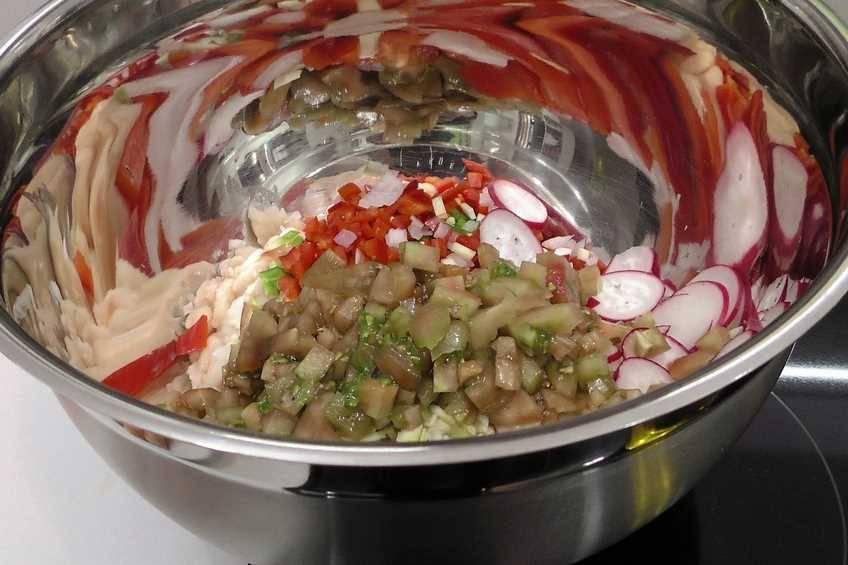 Paso 1 de Ensalada de alubias y salpicón de marisco