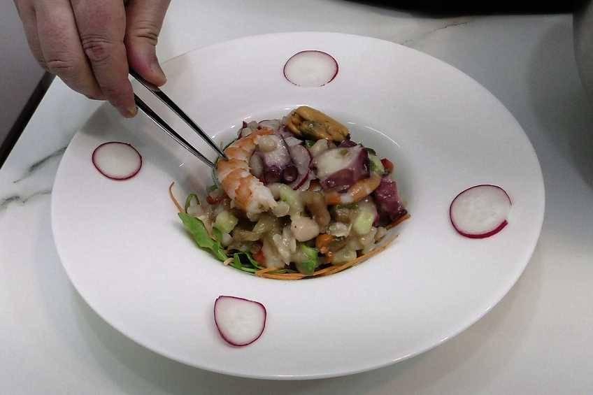 Paso 3 de Ensalada de alubias y salpicón de marisco