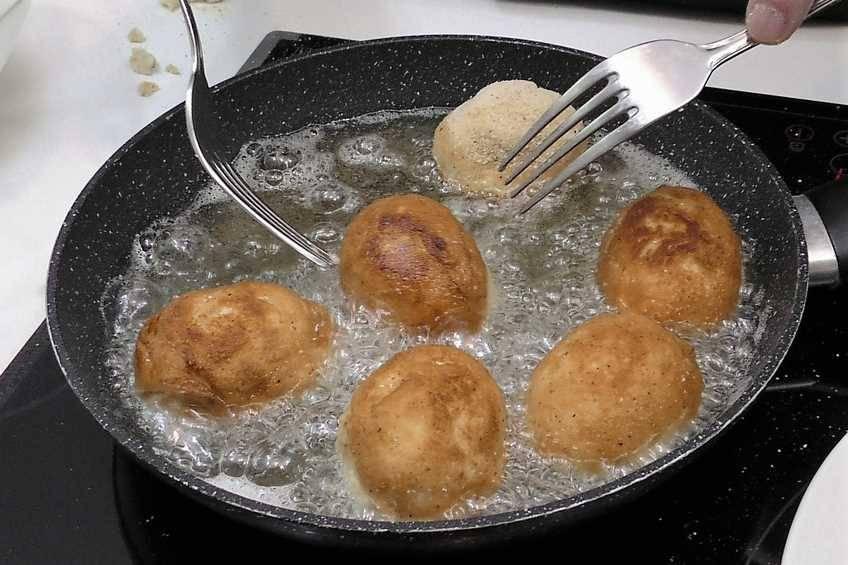 Paso 5 de Croquetas de huevo relleno de jamón y queso
