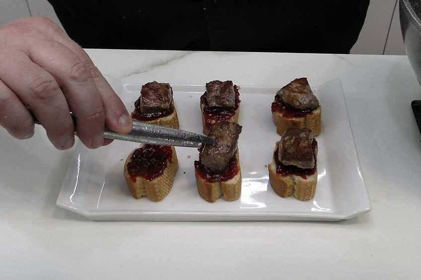 Paso 6 de Pinchos de carne para una fiesta