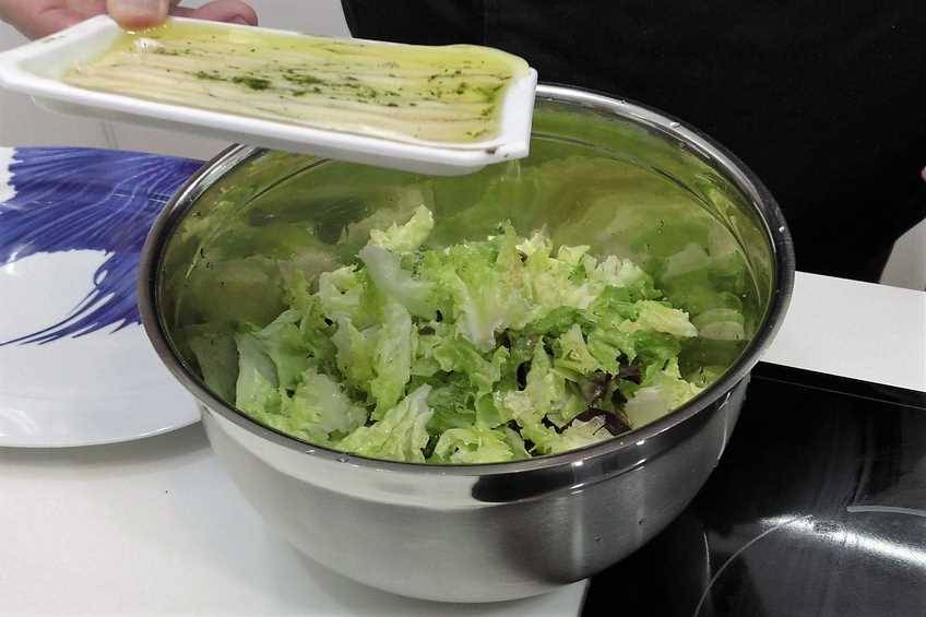 Paso 1 de Ensalada nutritiva y fresca, ideal para el verano