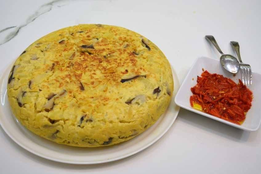 Paso 6 de Tortilla de patata y setas con alegrías riojanas