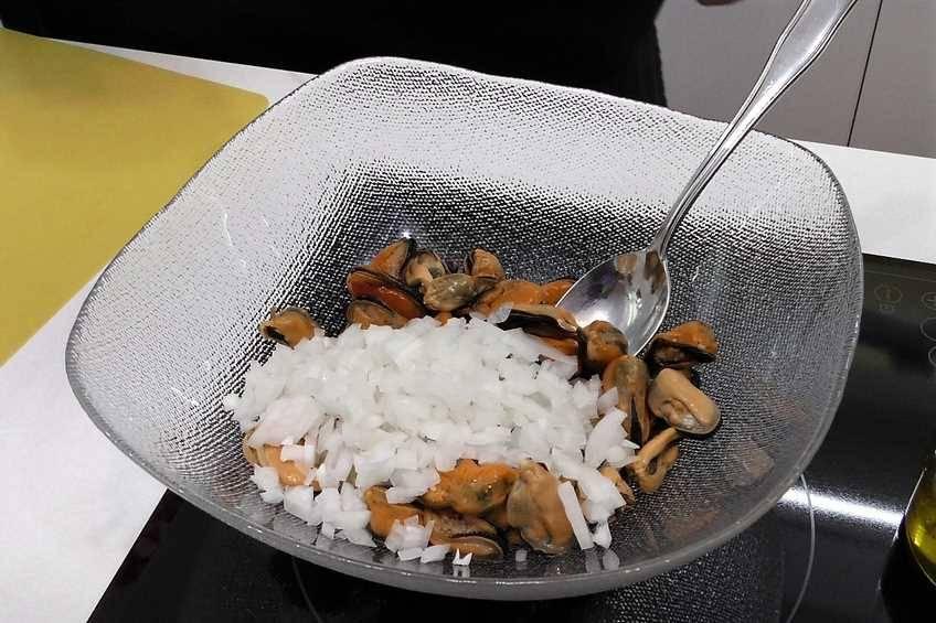 Paso 1 de Mejillones con salsa vinagreta