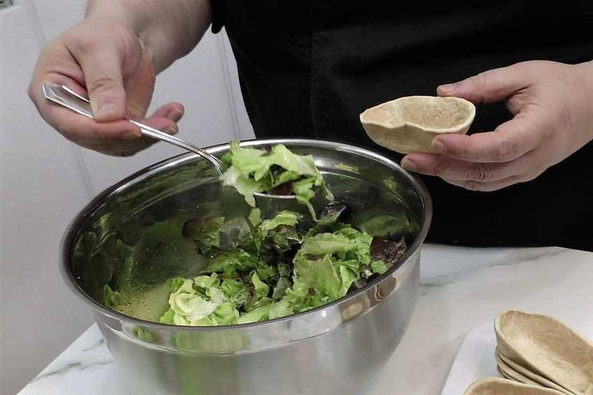 Paso 3 de Tacos de pollo y ensalada