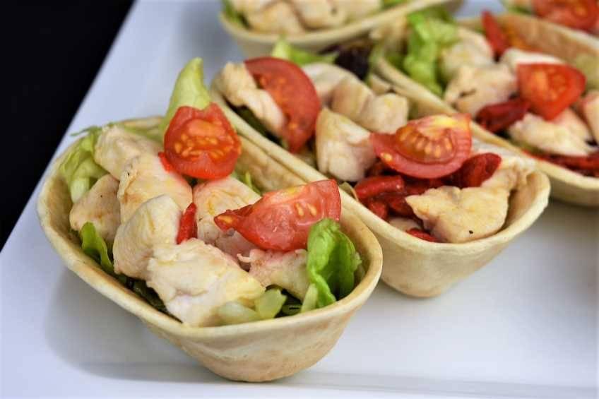Paso 4 de Tacos de pollo y ensalada