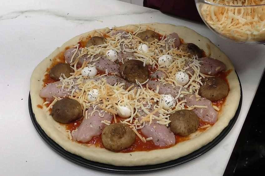Paso 5 de Pizza de pollo y setas con masa casera