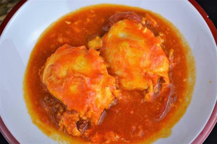 Paso 4 de Huevos escalfados con salsa de tomate casera