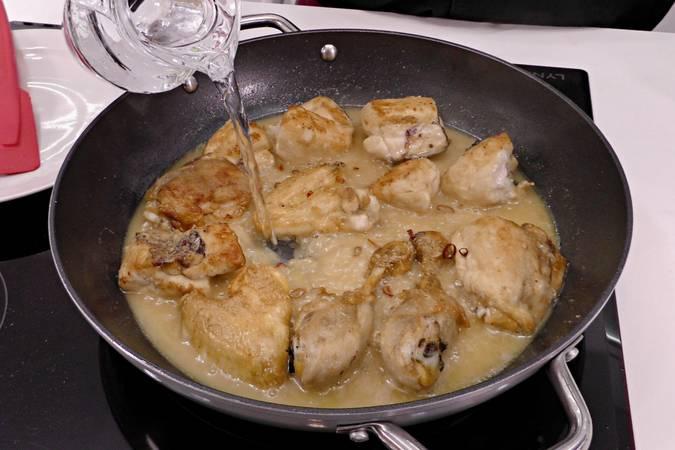 Paso 4 de Trucos para hacer la mejor receta de pollo al ajillo